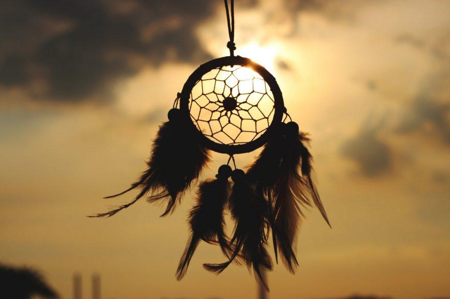 clopotel de vant cu pene, semnificatia viselor