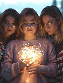 trei femei, artificii, frumusetea zodiei