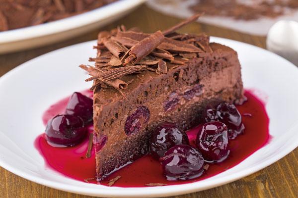 Tort de ciocolata cu rom si visine
