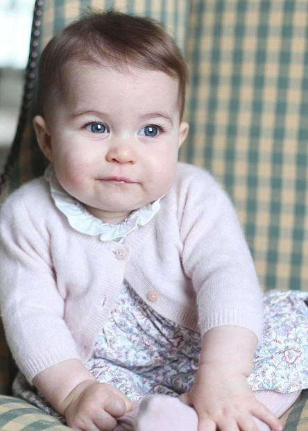 2EE6D38E00000578-3338238-Princess_Charlotte_is_wearing_a_floral_print_dress_with_a_white_-m-52_1448849699907