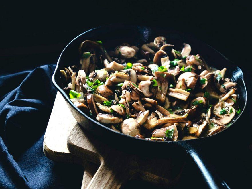 retete cu ciuperci. tigaie cu ciuperci