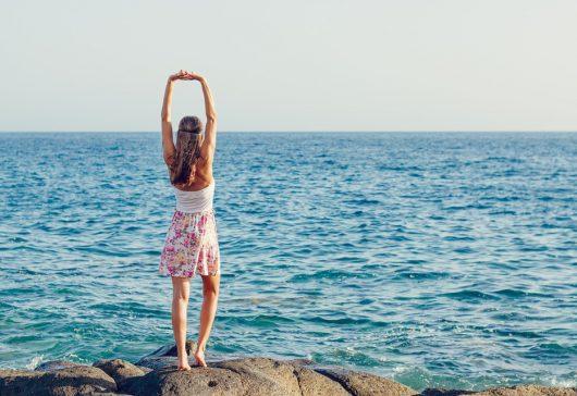 Trei terapii de care vă puteţi bucura gratis la mare