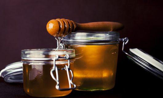 Terapii din stup. Minunile binefacatoare ale mierii de albine
