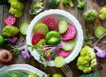 magneziu. broccoli, sfecla, farfurie alba