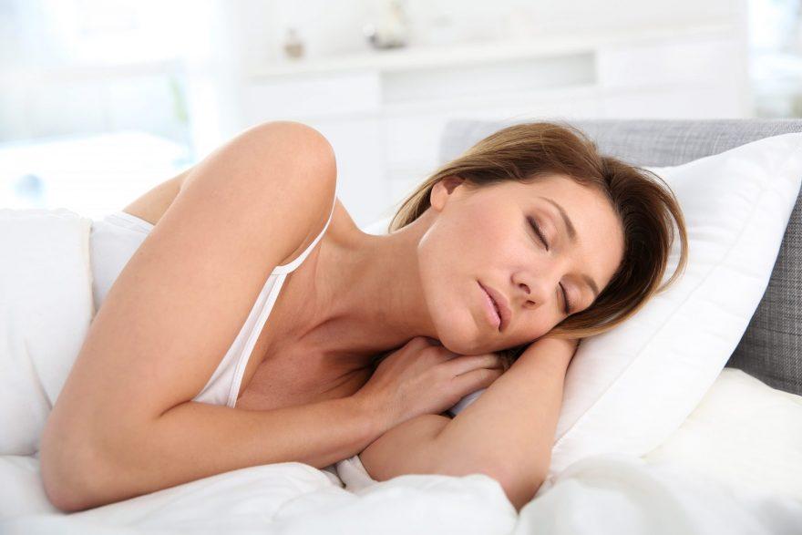 cum dormi mai bine vara