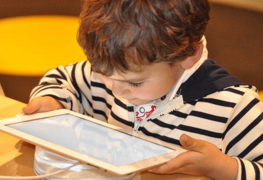 Copiii și tehnologia. Compatibilitate perfectă și câteva probleme