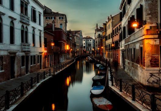 Cele mai frumoase orașe aflate pe ape