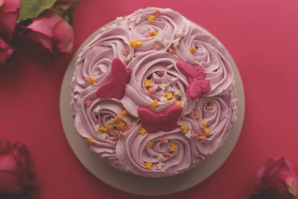 prajitura cu dulceata de trandafiri
