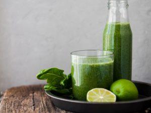 Dieta Sirtfood, suc verde, suc in pahar