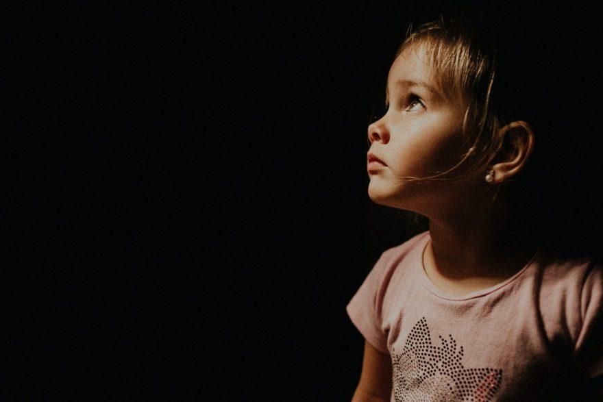 Montessori, copil fericit, copil, fetita