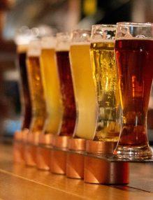 pahare cu bere, culoarea urinei, bere, bar, pahare