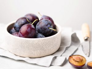 prune, vas cu prune, prunele