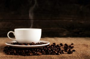 cofeina, ceasca de cafea, boabe de cafea