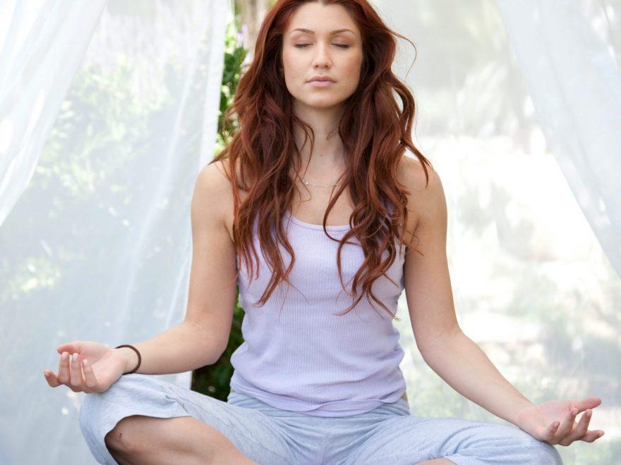 meditatie yoga, yoga, femeie in lotus