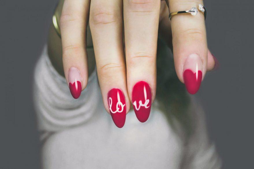 unghii false, unghii rosii, unghii frumoase, infectie la unghiile false