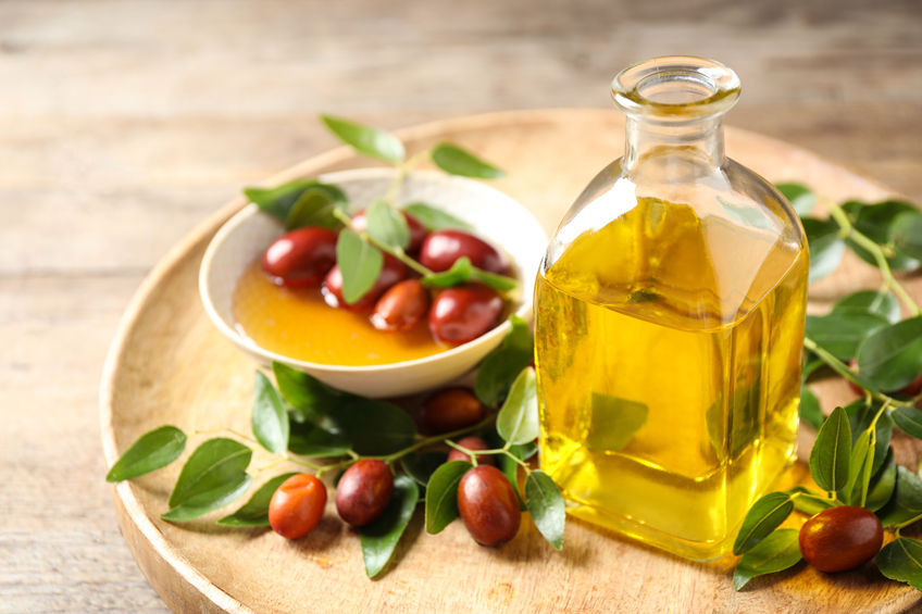 ulei de jojoba, sticlute cu ulei esential, jojoba, fructul