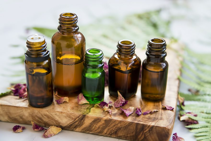 uleiuri esentiale, sticle cu ulei esentiale, aromaterapie, esente