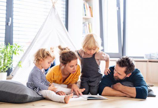 5 lucruri pe care să le faci pentru a-ți crește copiii fericiți
