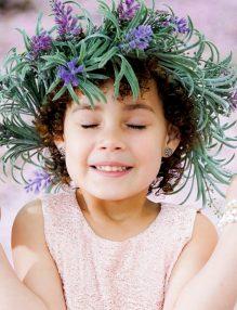lectii d eviata, copil fericit, fetita cu coronita