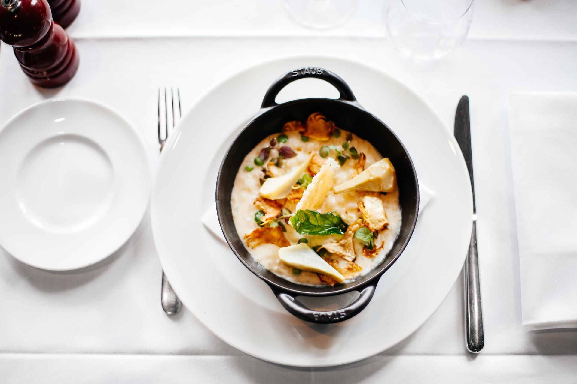 Supe și ciorbe celebre. Rețete și povești